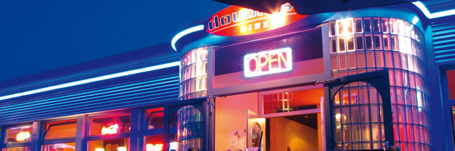 66 diner by night
